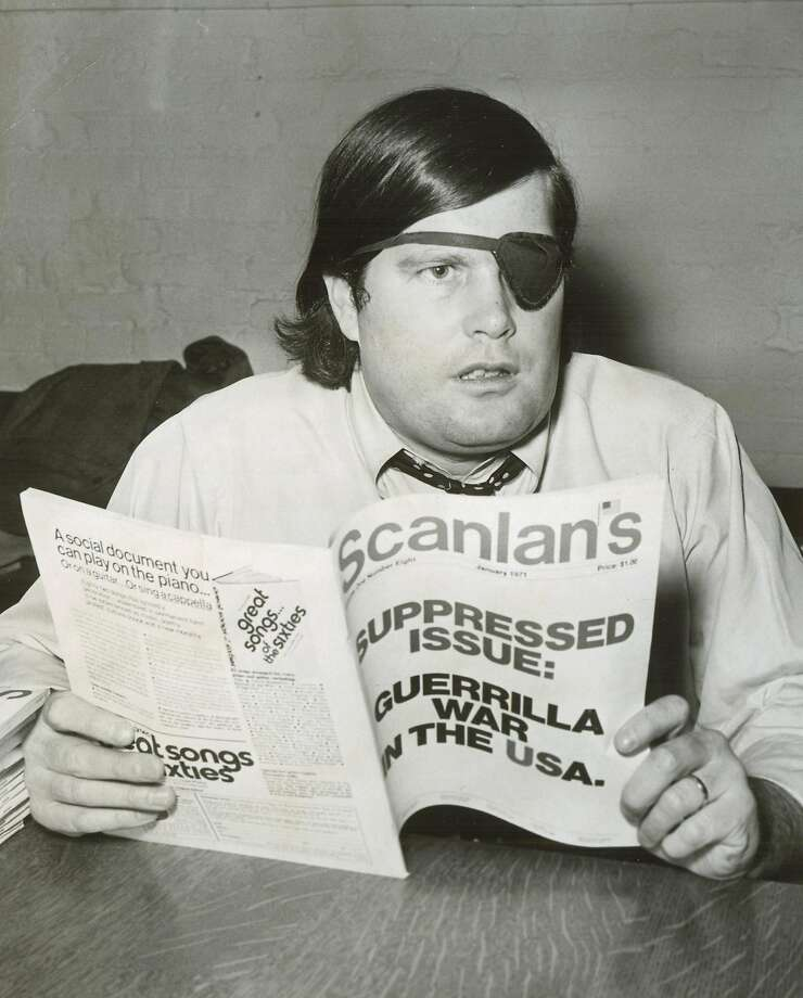 Warren Hinckle with an issue of Photo: Bill Young, SF Chronicle File