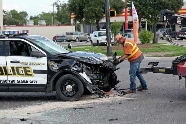 A towtruck driver works the scene of an accident involving an SAPD vehicle Thursday Aug. 25, 2016 at the intersection of S.W. Military Drive and Pleasanton Road.