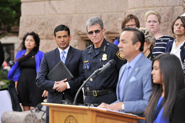 1. Carlos Uresti is the target of a grand jury investigation weighing possible public corruption charges related to his various roles at FourWinds, a company that traded frac sand used in fracking to extract oil and gas from shale rock, according to people familiar with the probe. Photo: Robin Jerstad / San Antonio Express-News