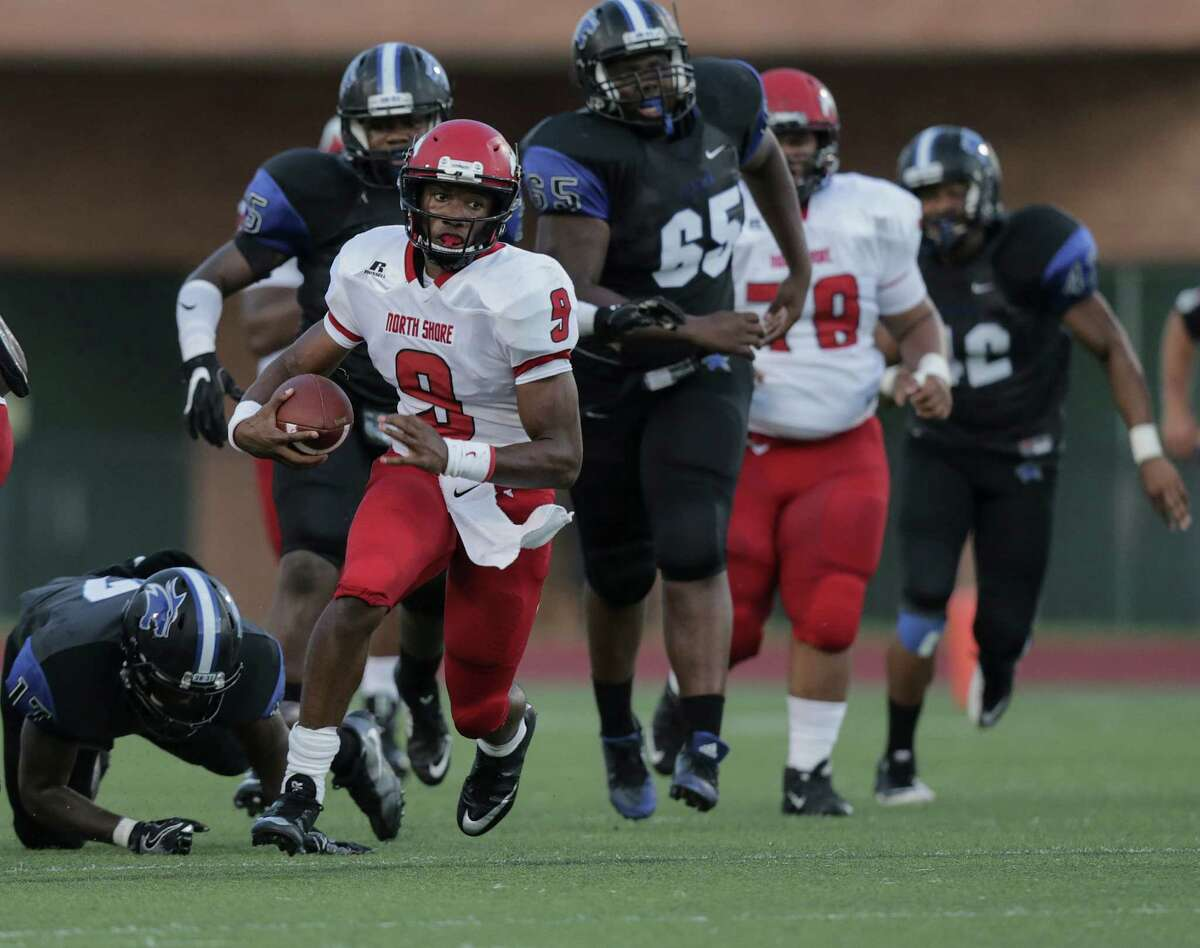 Aug. 25: North Shore 56, Dekaney 19 North Shore's quarterback Bryant Badie (9) breaks through the line of scrimmage during the first half of varsity football action against Dekaney on Thursday, Aug. 25, 2016, in Spring.