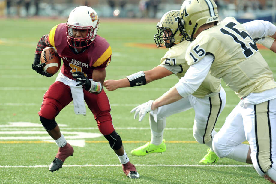 St. Joseph running back Robbie Miller last season. Photo: Ned Gerard / Hearst Connecticut Media / Connecticut Post