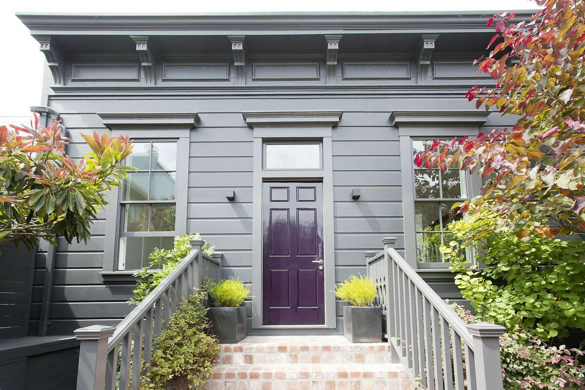 Michael Ingram Jones purchased, in 2009, 2 bungalows that were built in 1856. With the help of architects Brian Massana and Toby O�Rorke, he the two bungalows combined into his existing home.