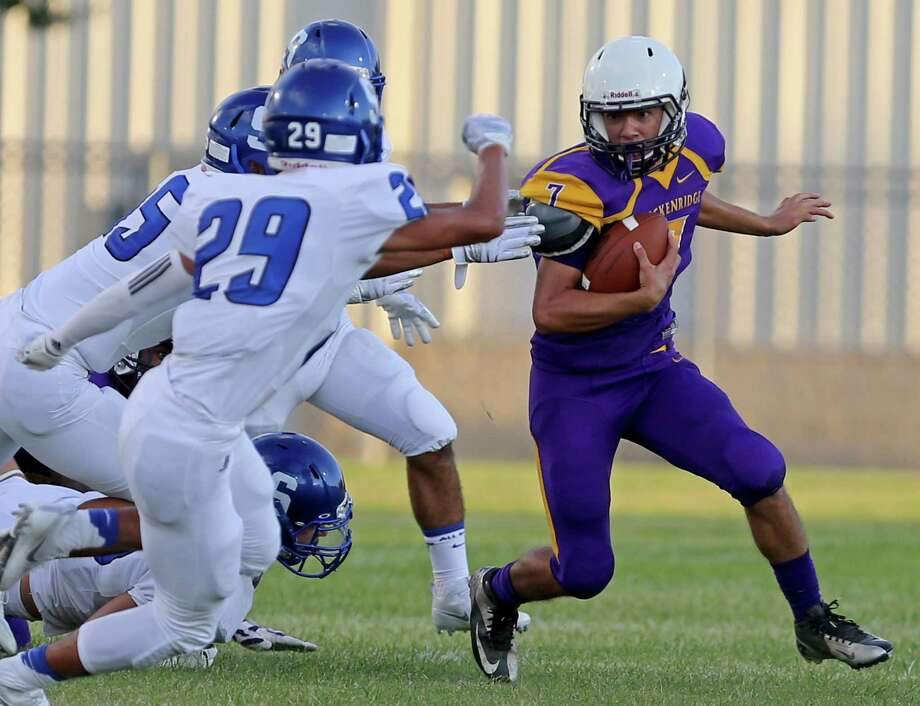 Brackenridge's Edson Ortiz looks for running room around Somerset defenders during first half action Friday Aug. 26, 2016 at SAISD Complex. Photo: Edward A. Ornelas, Staff / San Antonio Express-News / © 2016 San Antonio Express-News