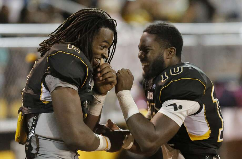 Najee Harris (left) and Omari Harris were Antioch teammates last season. With Najee Harris now at Alabama, Omari — a Cal commit — figures to take on a more prominent role. Photo: Michael Macor, The Chronicle