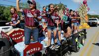 Hundreds welcome area Little League camps with a parade in Helotes - Photo