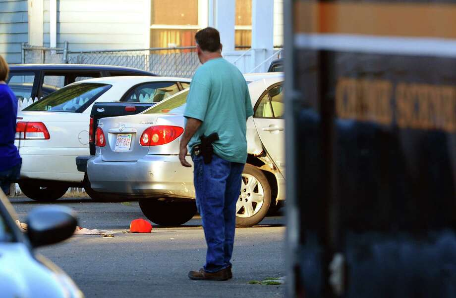 Police investigate a fatal shooting on Wood Terrace in Bridgeport, Conn., on Saturday Aug. 27, 2016. Photo: Christian Abraham, Hearst Connecticut Media / Connecticut Post