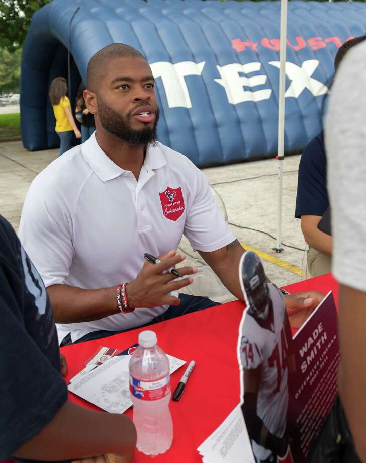 August 27, 2016:  Houston Texans football player Wade Smith signs autographs at the Touchdown Tour event held at Space Center Houston. Photo by Leslie Plaza Johnson Photo: Leslie Plaza Johnson, Photographer / ©2016 Leslie Plaza Johnson