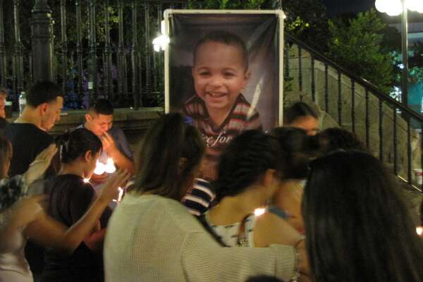 Mourners gather to remember four-year-old Jordan Altamirano, Saturday, Aug. 28, 2016, at Milam Park.