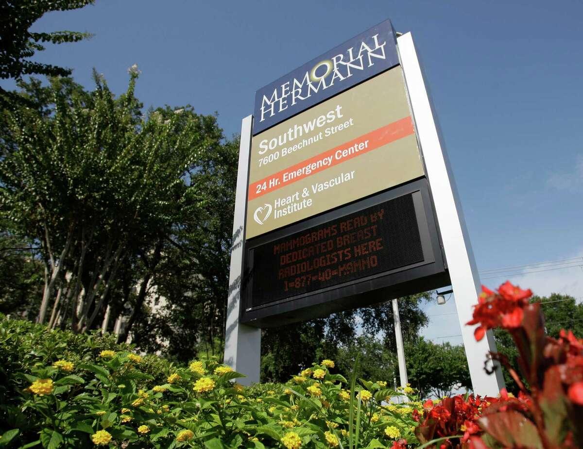 Memorial Hermann Southwest Hospital, 7600 Beechnut St., is pictured here in 2009. ( Melissa Phillip / Chronicle )