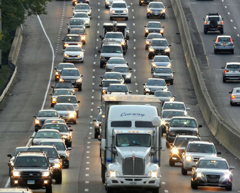 Traffic moves along Interstate 95 through Stamford. Photo: Jason Rearick / Stamford Advocate