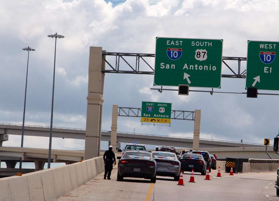 A rollover crash on the eastbound lanes of Interstate 10 at Loop 410 caused massive slowdowns ahead of the afternoon rush hour on Monday, Aug. 29, 2016. Photo: Tyler White / San Antonio Express-News