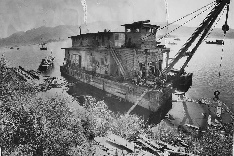 A double-decker barge used as houseboat anchored in Harbor Cove off Strawberry Point in 1973. Photo: Joe Rosenthal, The Chronicle