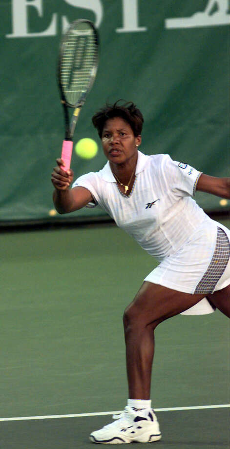 WOMENSTENNIS1/21JLU97/SP/SMHC Lori McNeil of Houston, TX, returns a shot against Linda Wild during first round action at the Bank of the West Classic at Stanford. CHRONICLE PHOTO BY SUSIE MING HWA CHU. Photo: SMHC, STAFF
