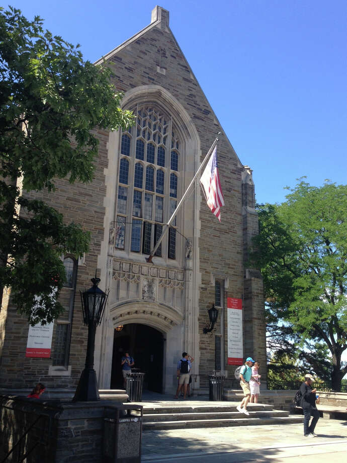 Students walk from Willard Straight Hall on the Cornell University campus in Ithaca, N.Y., Monday, Aug. 29, 2016. Photo: Carolyn Thompson / Copyright 2016 The Associated Press. All rights reserved. This m