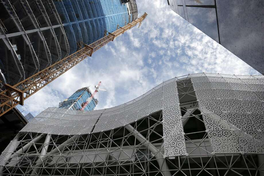 The new metal screen being installed at the new Transbay Terminal in San Francisco , Calif., on Monday, August 29, 2016. Photo: Carlos Avila Gonzalez, The Chronicle
