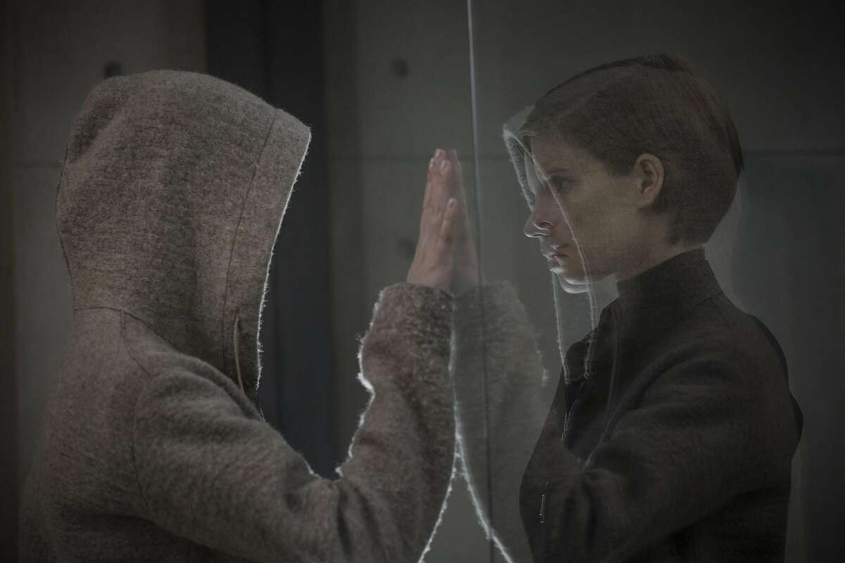 Kate Mara as Lee Weathers (right) investigates a seemingly innocent human named Morgan played by Anya Taylor-Joy (left), who presents a mystery of both infinite promise and incalculable danger.