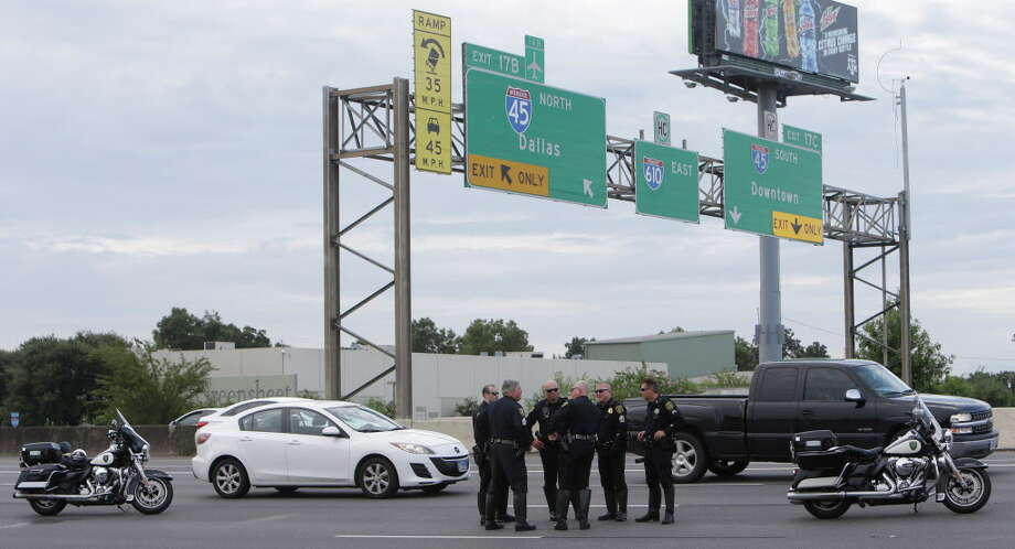 Police are shown on the scene where a  pedestrian was killed after being struck by a vehicle on the North Loop West near the North Freeway ramp on to the loop Tuesday, Aug. 30, 2016, in Houston. Photo: Melissa Phillip, Houston Chronicle / © 2016 Houston Chronicle