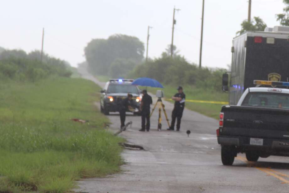 Police are investigating a crime scene on the Southwest Side, where a body has been found near a set of railroad tracks Tuesday Aug. 30, 2016. Photo: Tyler White / Express-News