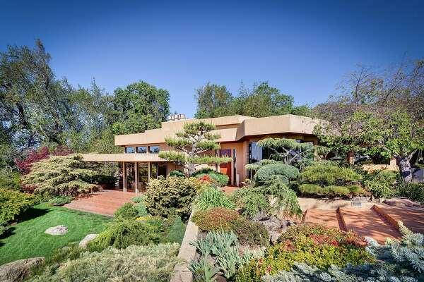 auf Füßen Aufnahmen von akzeptabler Preis neue Sachen Frank Lloyd Wright inspires estate in Wine Country ...
