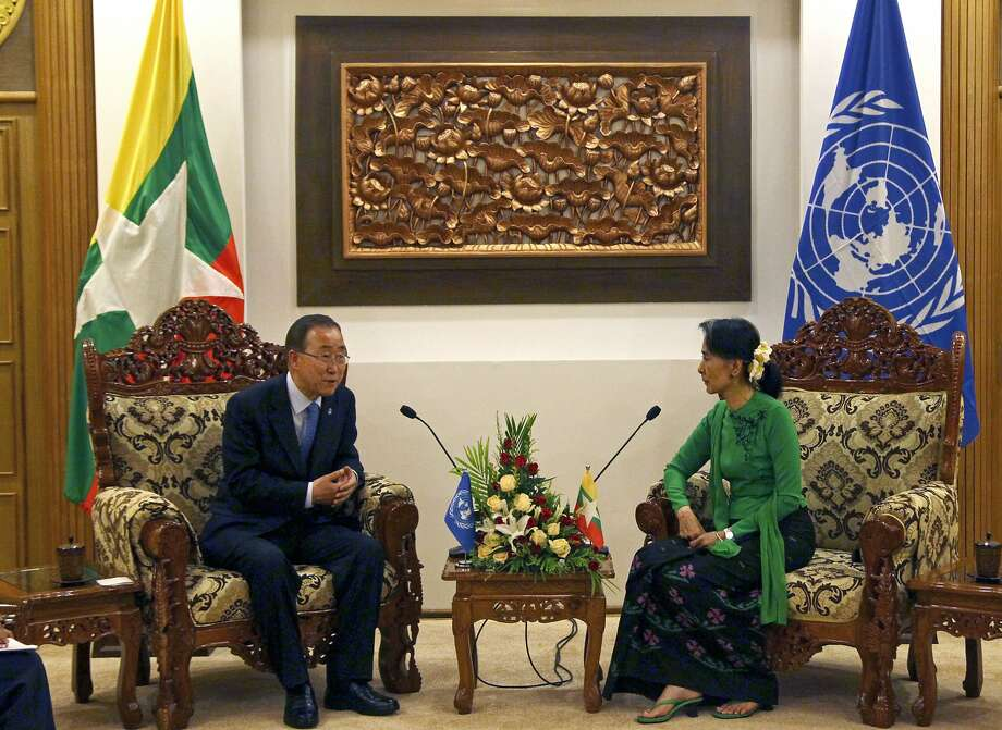 State counselor Aung San Suu Kyi (right) talks with U.N. Secretary-General Ban Ki-moon in Naypyitaw. Photo: Aung Shine Oo, Associated Press