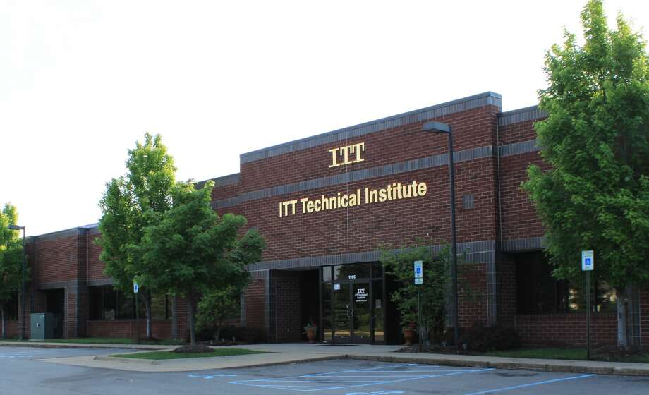 ITT Technical Institute stops all enrollment after federal crackdown