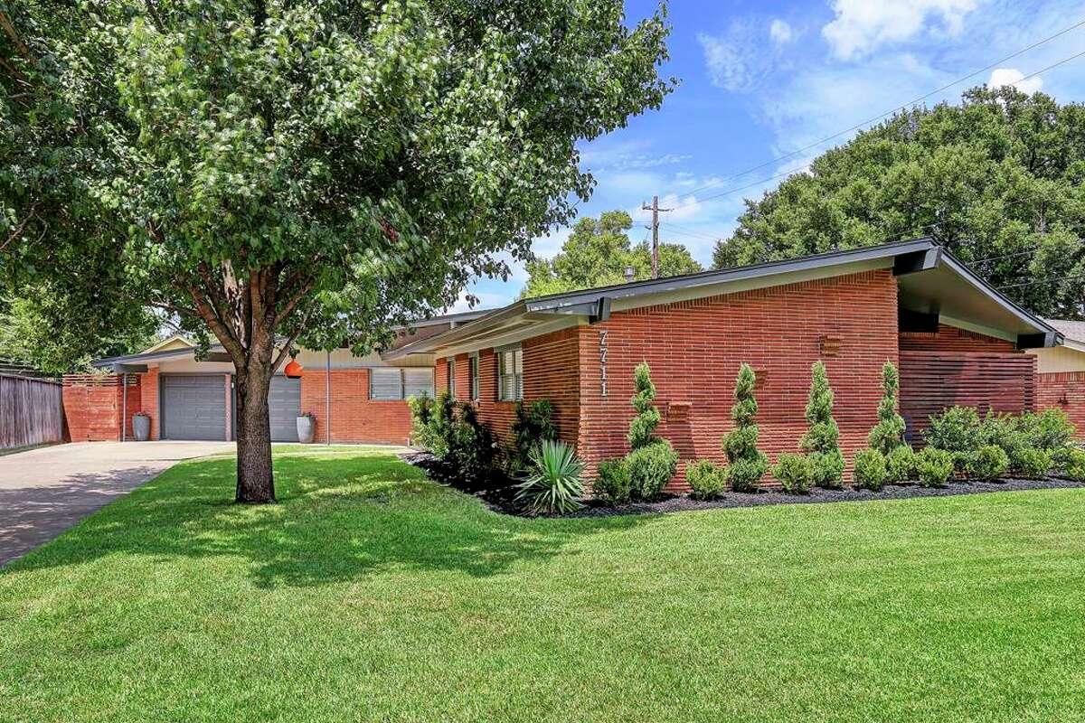 Glenbrook Valley Historic District 711 Glenvista: $215,000