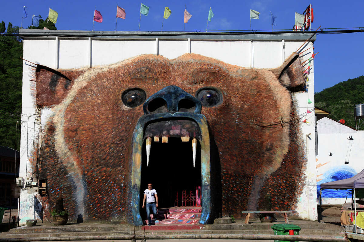 Photos: The world's most imaginative street art and graffiti Graffiti on walls at Jinmankeng Village during a graffiti competition on May 17, 2016 in Tiantai, Zhejiang Province of China. The competition is to develop countryside tourism for a new road to rural construction.