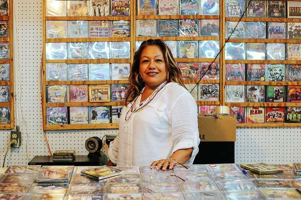 """""""Dona de la musica"""" is one of the images by photographer Arlene Mejorado featured in """"Califas Lens, San Antonio Heart: Outside Looking In,"""" an exhibit at R Space. The show is part of Fotoseptiembre USA."""