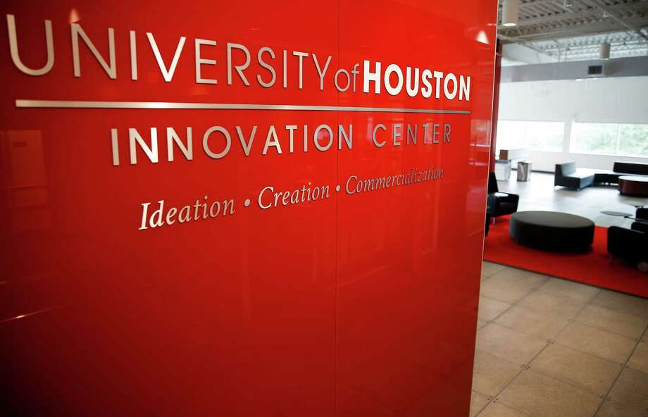 """It's the combination of academia and the industry,"" Colleen O'Connor says of UH's new wet lab business incubator. O'Connor is founder and CEO of CAVU Biotherapies. Photo: Michael Ciaglo, Staff / © 2016  Houston Chronicle"