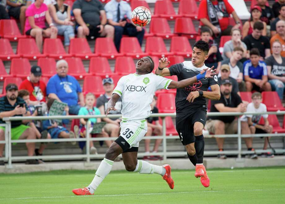 San Antonio FC's Cesar Elizondo (right) fights for the ball during the first half against Seattle Sounders FC 2 on, Aug. 20, 2016, at Toyota Field in San Antonio. Photo: Darren Abate /USL / Darren Abate Media, LLC