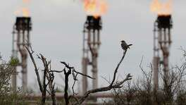 """A study led by chemists at the University of Texas at Arlington indicates air pollution isn't inherent in the development of a shale oil field, but most often is caused by malfunctioning equipment and can be """"monitored, controlled, and reduced."""""""