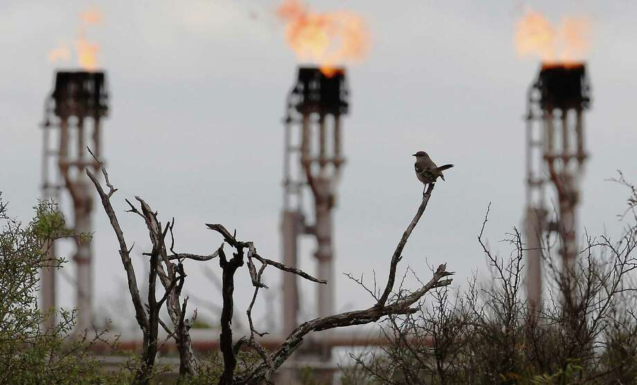 "A study led by chemists at the University of Texas at Arlington indicates air pollution isn't inherent in the development of a shale oil field, but most often is caused by malfunctioning equipment and can be ""monitored, controlled, and reduced."" Photo: San Antonio Express-News /File Photo / ©2014 San Antonio Express-News"