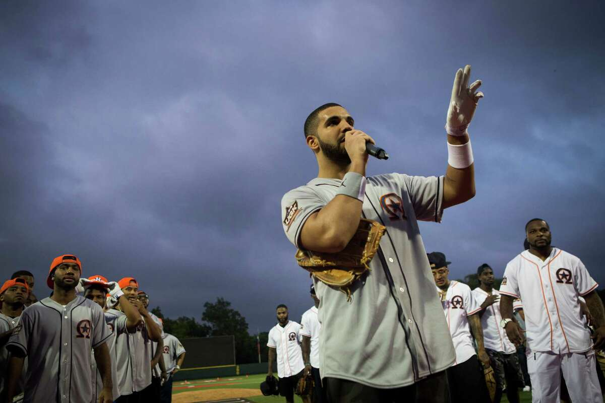 Drake thanks the audience and the celebrity players for coming to the Drake Celebrity Softball Game, Friday, May 22, 2015, in Houston. ( Marie D. De Jesus / Houston Chronicle )