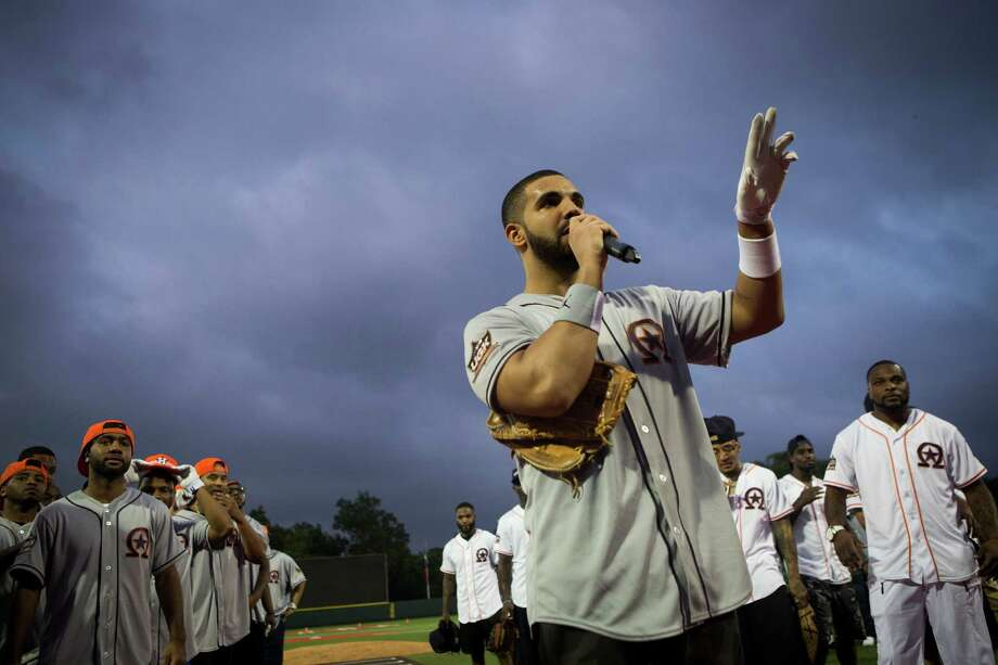 Drake thanks the audience and the celebrity players for coming to the Drake Celebrity Softball Game, Friday, May 22, 2015, in Houston. ( Marie D. De Jesus / Houston Chronicle ) Photo: Marie D. De Jesus, Staff / © 2015 Houston Chronicle