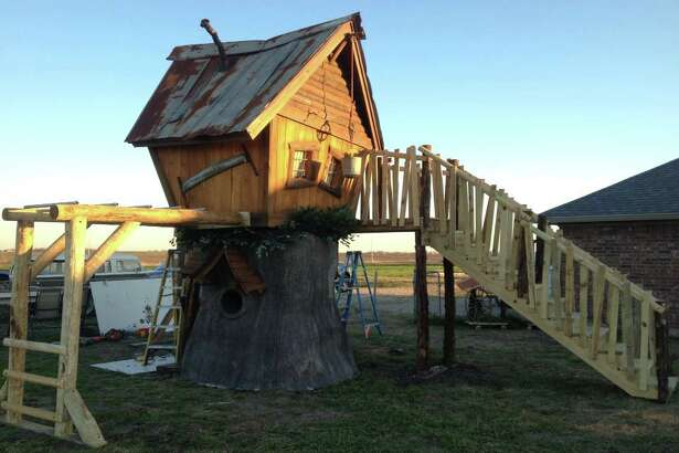Tiny Town Studios is a Florida sculpture company that creates playhouses, treehouses and themed environments.