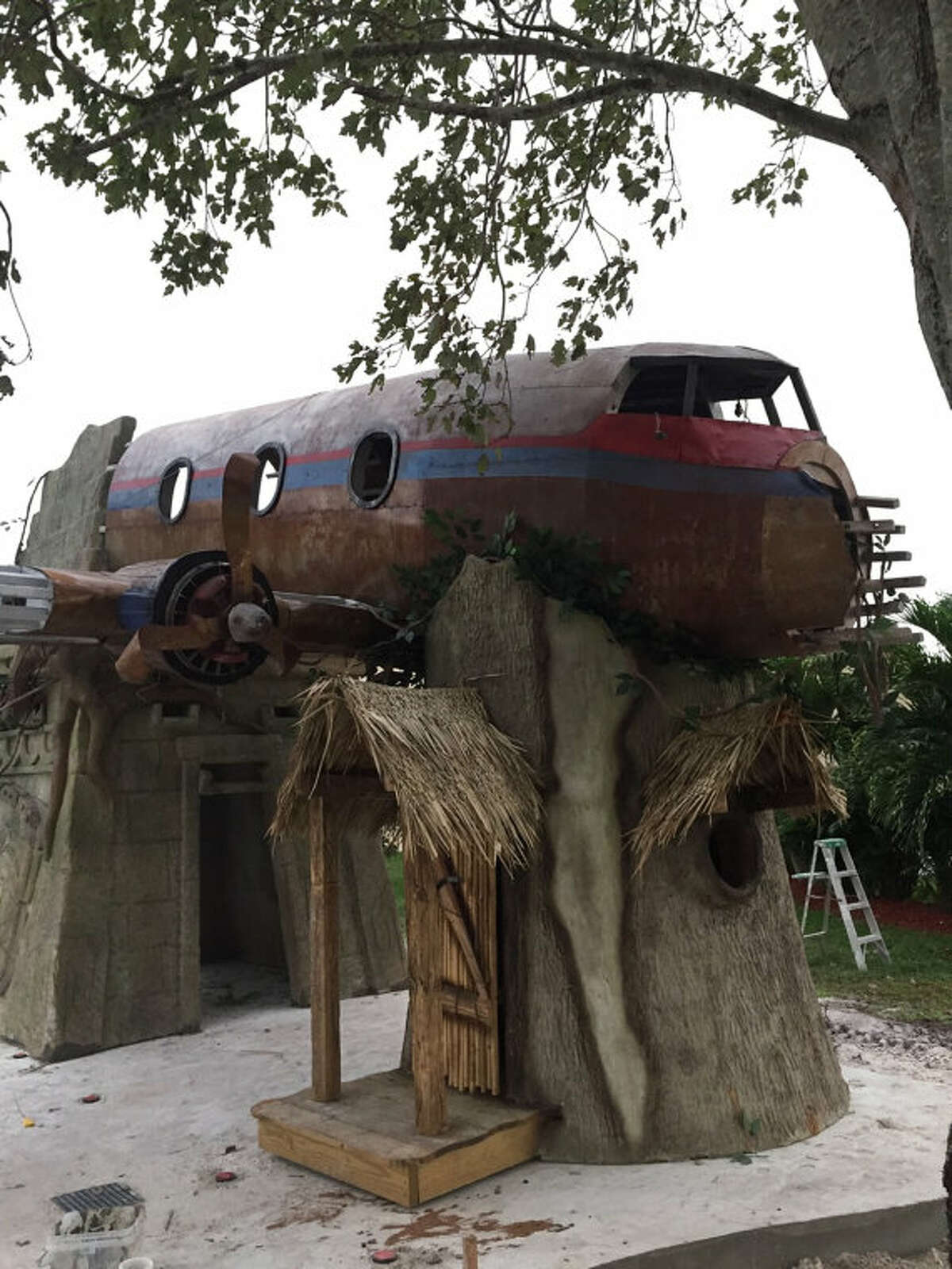 Tiny Town Studios is aHoustonsculpture company that creates playhouses, treehouses and themed environments.