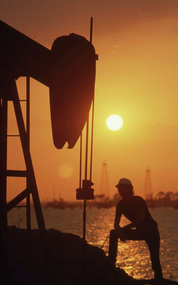 06/1985 - Goose Creek oil field is located in east Houston. Photo: Betty Tichich, HC Staff / Houston Chronicle