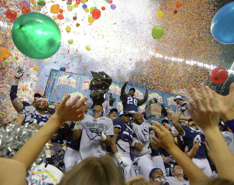 The TCU Horned Toads celebrate after defeating Oregon, 47-41, in the Valero Alamo Bowl in the Alamodome on Saturday, Jan. 2, 2016. Photo: Billy Calzada /San Antonio Express-News / San Antonio Express-News