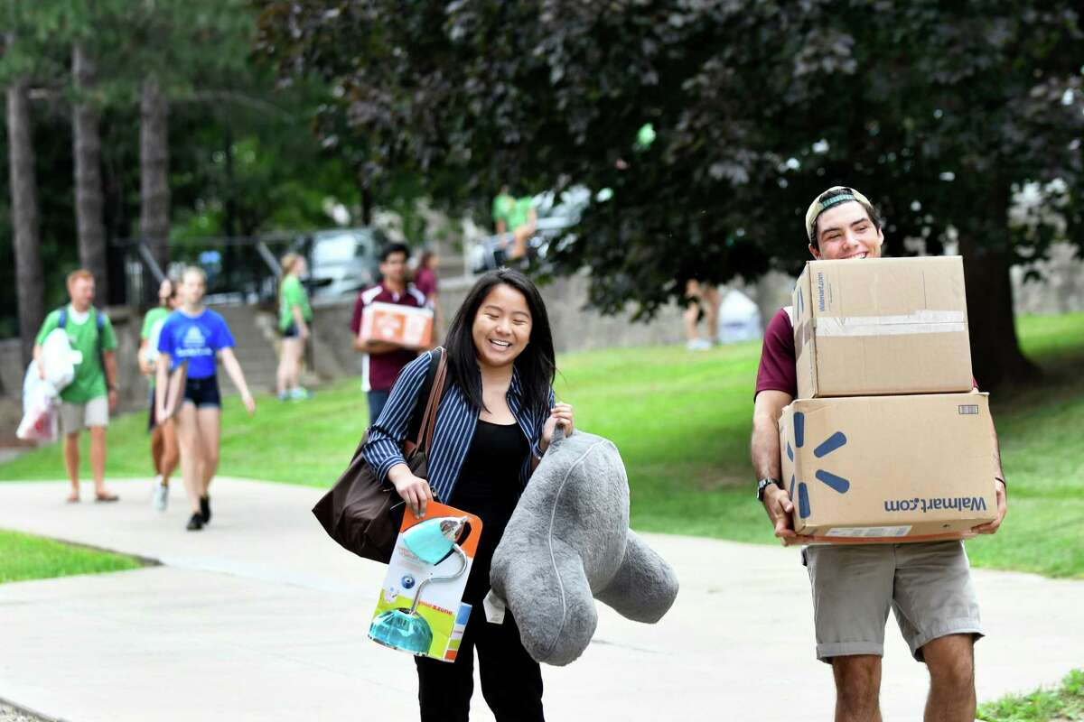 Freshman Carrie Guan, 18, center, of Boston gets help moving into her dorm from resident assistant Colin Brownlee, 20, right, on Wednesday, Aug. 31, 2016, at Union College in Schenectady, N.Y. (Cindy Schultz / Times Union)