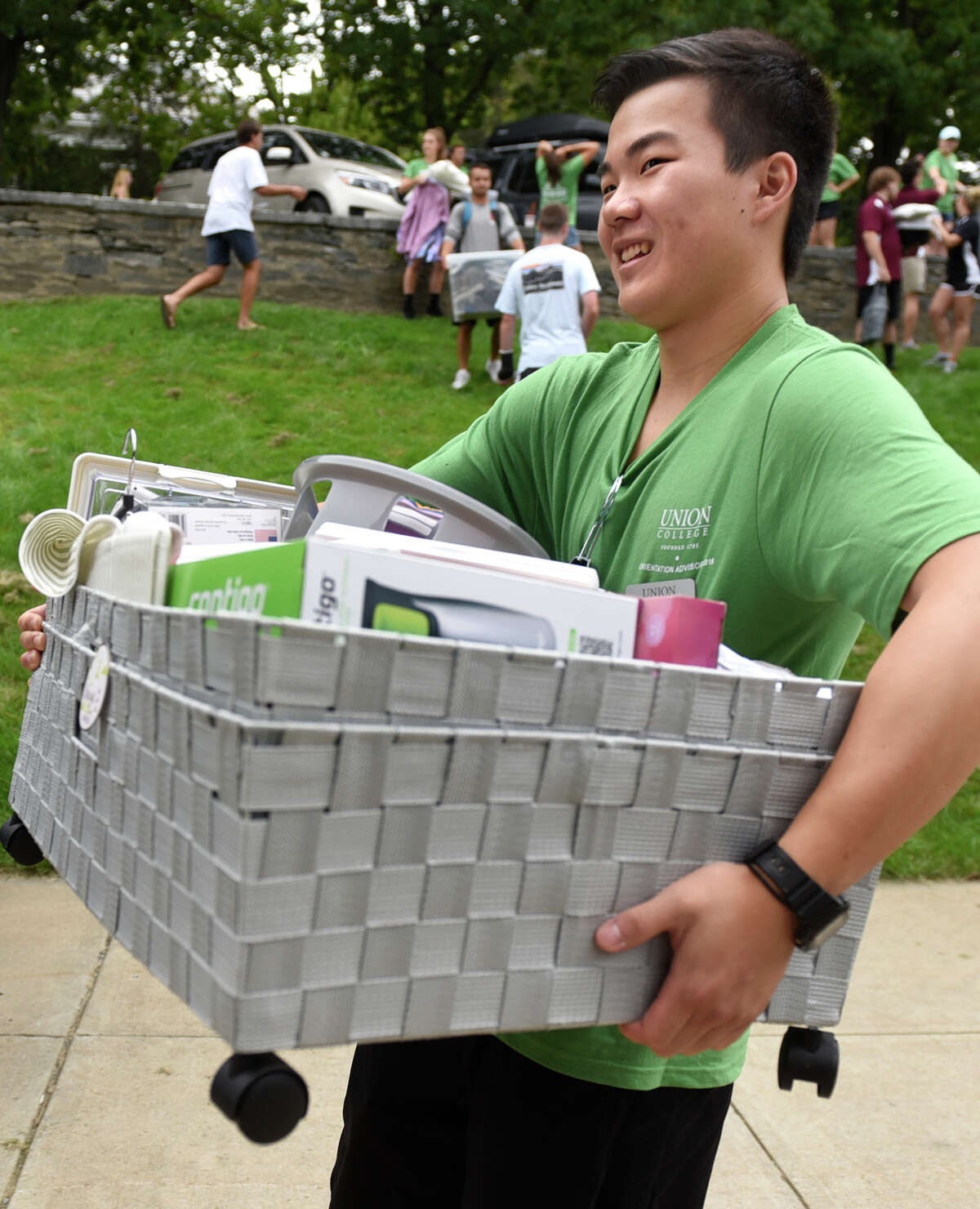Orientation advisor Brian Lee, 19, helps freshmen move in on Wednesday, Aug. 31, 2016, at Union College in Schenectady, N.Y. (Cindy Schultz / Times Union)