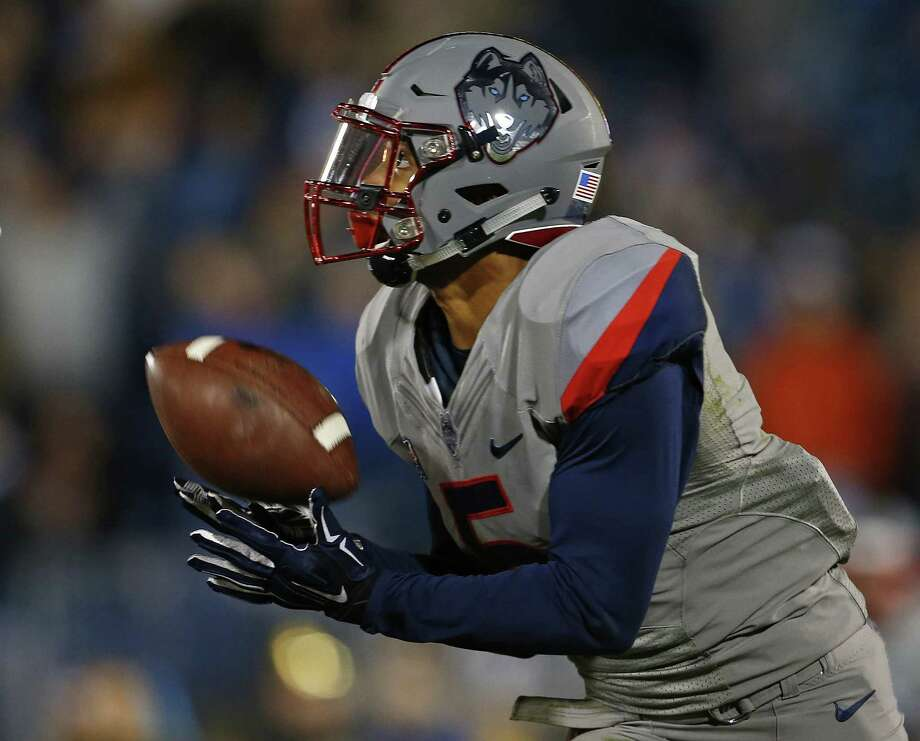 UConn WR Noel Thomas catches a touchdown against Houston last November. Thomas had a team-high 54 catches last season for 719 yards and four touchdowns. Photo: Rich Schultz / Getty Images / 2015 Getty Images