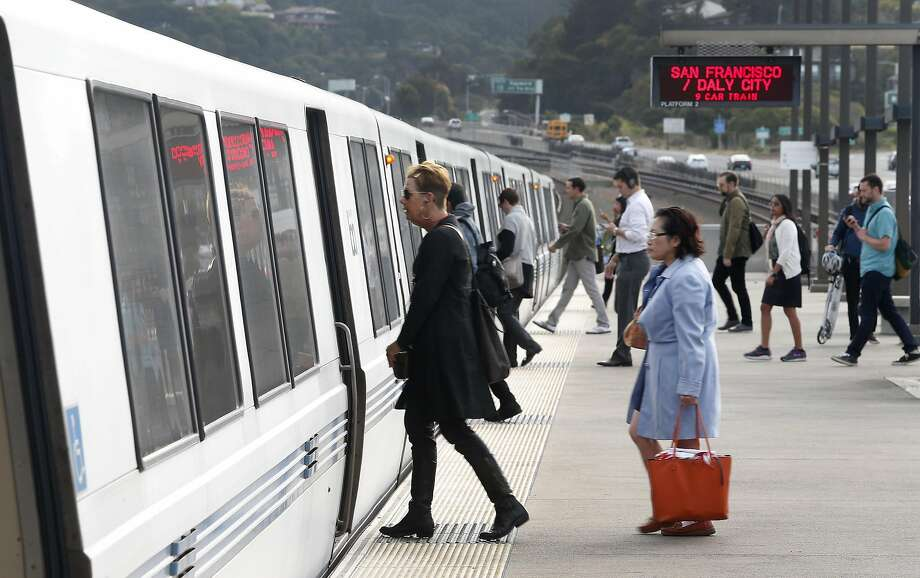 Commuters board a train heading to San Francisco at the Rockridge BART station in Oakland, Calif. on Aug. 30, 2016. The transit agency was dealing with a major delay Thursday morning between the Rockridge and Orinda stations that shut down tracks in both directions. Photo: Paul Chinn, The Chronicle