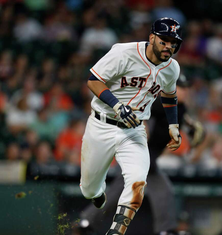 Houston Astros first baseman Marwin Gonzalez (9) runs as he flies out, and was injured running during the fifth inning of an MLB game at Minute Maid Park, Wednesday, Aug. 31, 2016 in Houston. Photo: Karen Warren, Houston Chronicle / 2016 Houston Chronicle