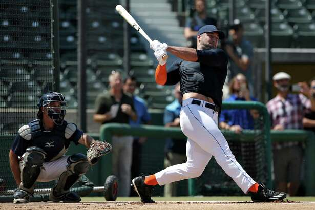Former NFL quarterback Tim Tebow takes batting practice at USC's Dedeaux Field in Los Angeles to showcase his skills at a private baseball tryout on Tuesday, Aug. 30, 2016. (Robert Gauthier/Los Angeles Times/TNS)