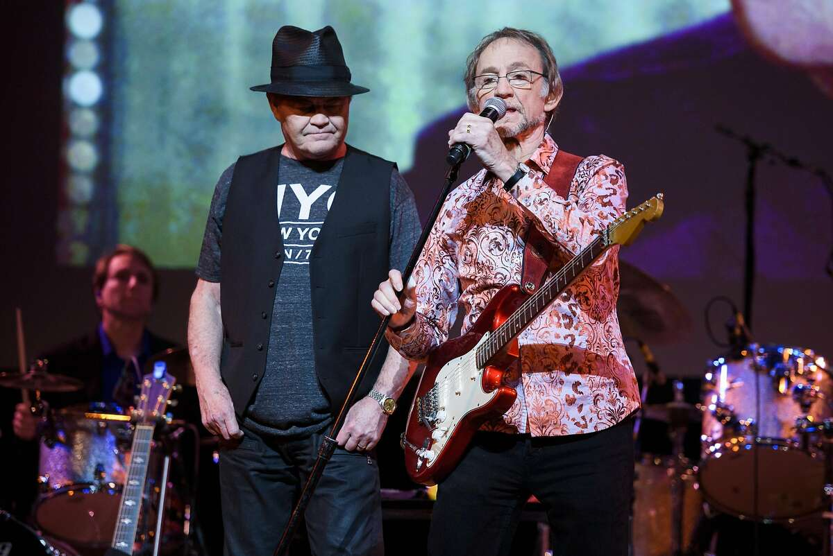 NEW YORK, NY - JUNE 01: Mickey Dolenz (L) and Peter Tork of The Monkees perform live on stage at Town Hall on June 1, 2016 in New York City. (Photo by Matthew Eisman/Getty Images)