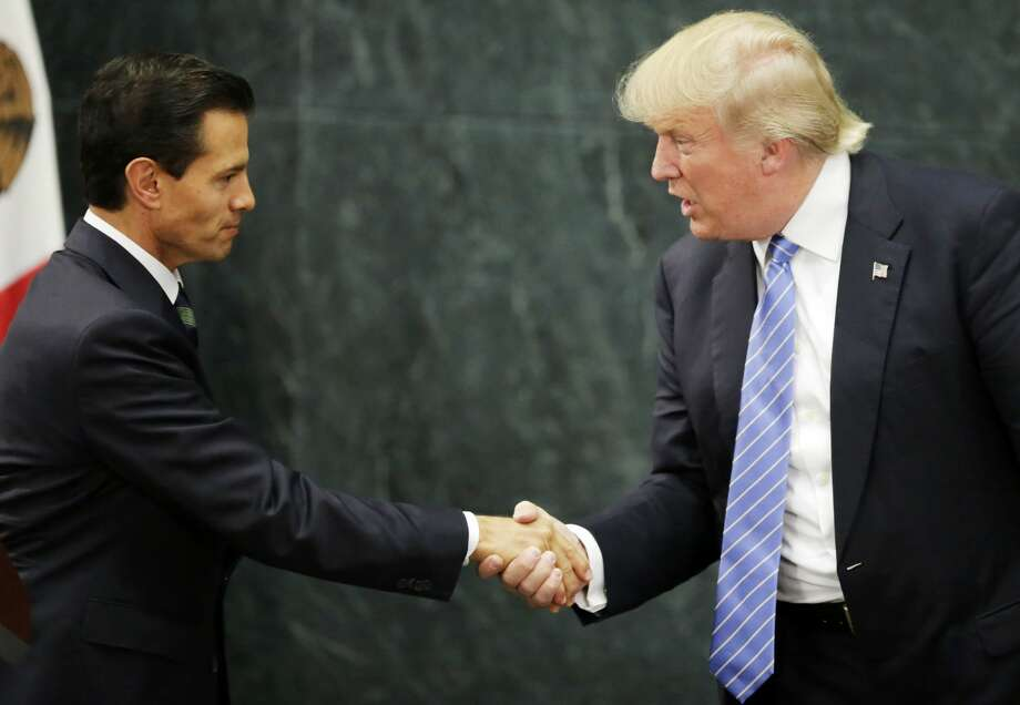 Mexican President Enrique Pena Nieto (L) and US presidential candidate Donald Trump shake hands after a meeting in Mexico City on August 31, 2016. Photo: YURI CORTEZ/AFP/Getty Images