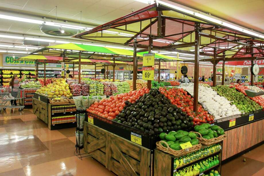 The produce section of the remodeled Fiesta on Wayside Photo: Gary Fountain, For The Chronicle / Copyright 2016 Gary Fountain
