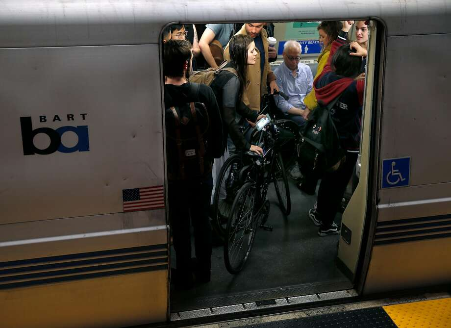 The 19th Street Oakland BART Station was closed for nearly an after a bomb threat. Photo: Paul Chinn / The Chronicle