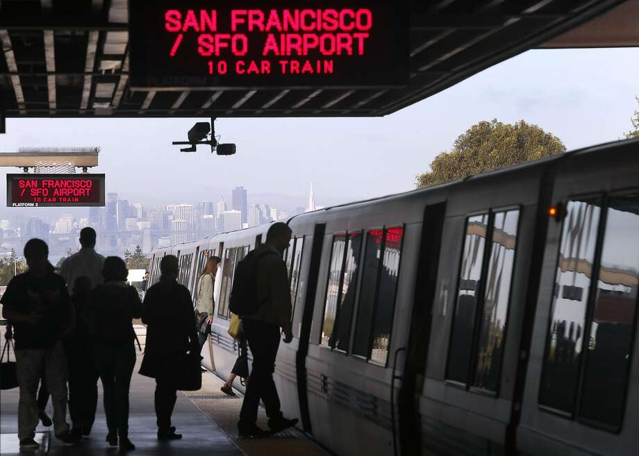 Commuters board a train heading to San Francisco at the Rockridge BART Station in Oakland. Photo: Paul Chinn, The Chronicle