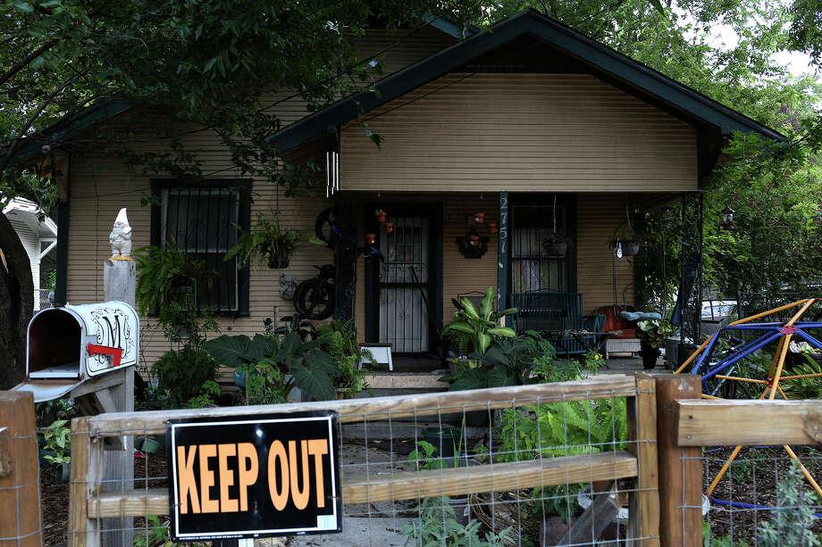 The home on Houston Street where two children were hit by gunfire Wednesday night, on Thursday Sept. 1, 2016. Photo: San Antonio Express-News / ©2015 San Antonio Express-News